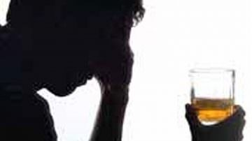 Alcol: 8,5 milioni di italiani a rischio. Ed il binge drinking si tinge di rosa