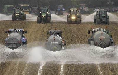 Bruxelles: Lunedì riprenderà la protesta coi trattori