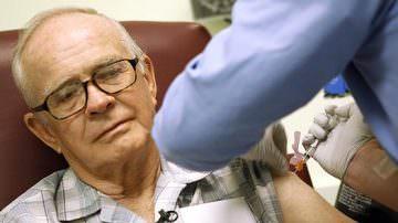 """Influenza A. Fazio: """"Non va esclusa la possibilità di vaccinare anche gli anziani"""""""