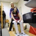 Usa: 22enne rimane paralizzata mangiando un hamburger. Ora, l'industria della carne è nella bufera