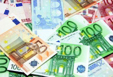 Reddito e risparmio delle famiglie e profitti delle società