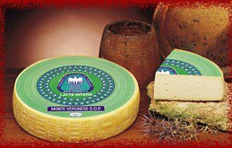 Luca Zaia premia il formaggio Monte Veronese a Caseus Veneti