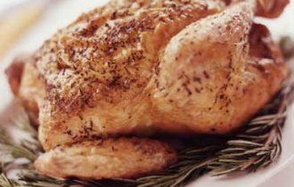 Carne di pollo, Altroconsumo denuncia: l'84% infettata da batteri