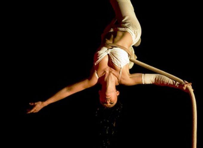 Firenze: Otel Fancy International presenta la trapezista-acrobata Giulia Odori e il musicista Simone Baldini Tosi