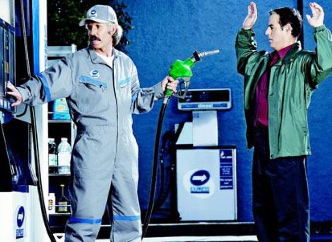 Adoc: Stangata di Natale sui prezzi dei carburanti