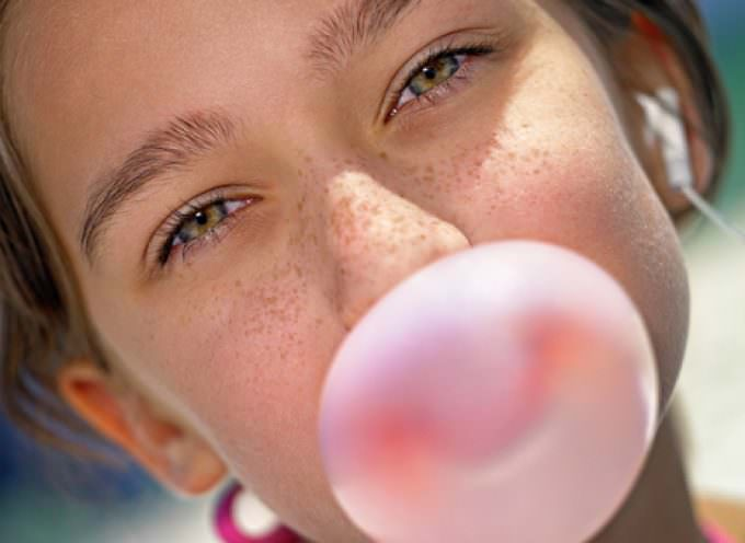 Salute: masticare chewing-gum fa dimagrire