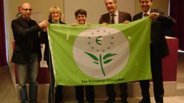 La bandiera dell'Ecolabel europeo alla residenza universitaria Lungodora