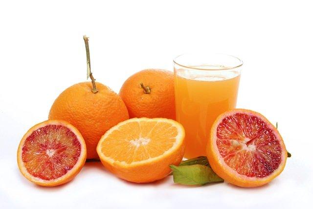 Rivoluzione UE per i succhi di frutta: no allo zucchero, si ai pomodori