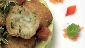 Polpettine di rana pescatrice su crema di piselli