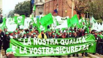 Tornano in piazza gli agricoltori, si chiede di dichiarare lo stato di crisi