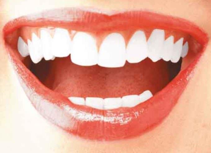 Truffa sul Web: Denti bianchi con prodotto miracoloso su internet