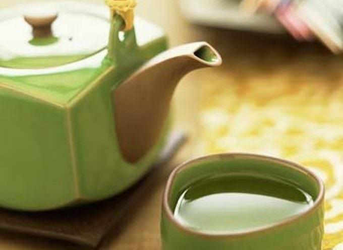 Il tè verde difende i denti dalla carie