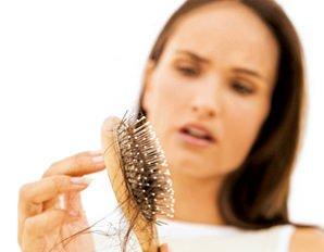 Donne: stress e dieta provocano la perdita di capelli