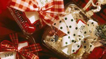 """Natale """"in folle"""": famiglie prudenti, paura per il lavoro, meno viaggi e spese superflue"""