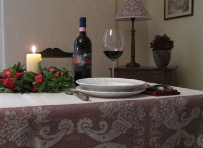 Una tovaglia rosso Brunello per il pranzo di Natale