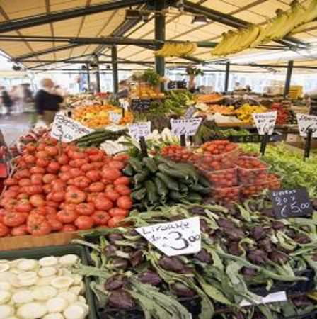 Il 70% dei banchi del mercato fuorilegge per quanto riguarda l'etichettatura