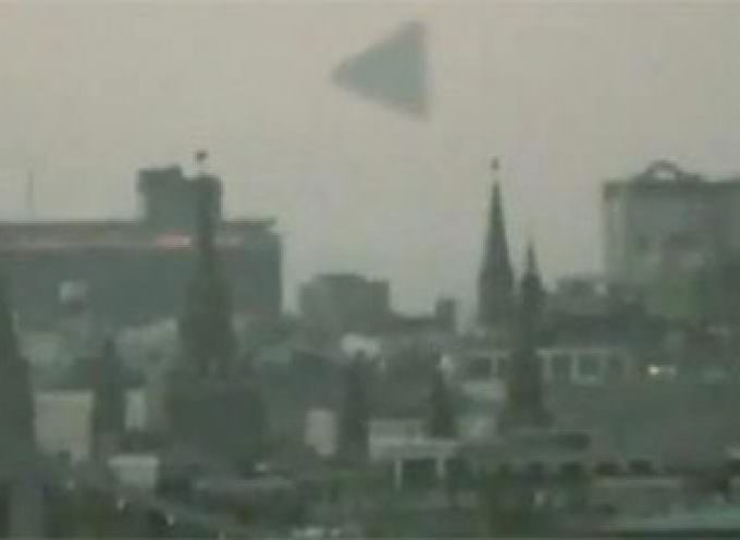 Russia. Una piramide vola sopra Mosca