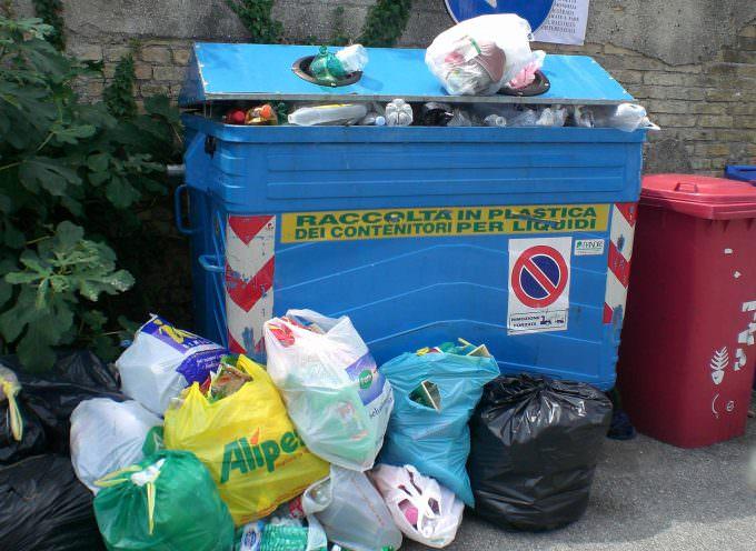 Roma sporca e invivibile: strade senza netturbini da giorni e traffico senza controllo