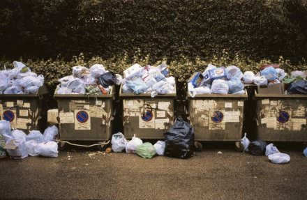 Roma: ancora spazzatura per le strade della città