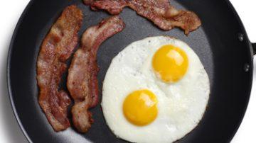 Uova e pancetta: mangiati in gravidanza rendono il bimbo più intelligente