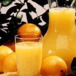 Il succo d'arancia contro i danni di grassi e carboidrati