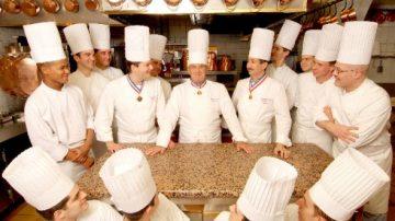 L'Istituto Paul Bocuse, Lyon, assume varie iniziative per diffondere la conoscenza della cucina francese nel mondo