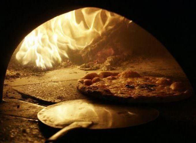 Pizza Napoletana: Festa per il marchio Stg tra Margherite gratis e perplessità