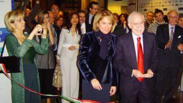 Inaugurazione di Casa Italia con lo spumante dell'azienda piemontese