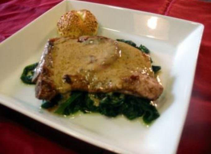 Casa Artusi: triangoli al fossa, braciola ripiena e torta di zucca gialla, allietati da bianchi e rossi tipici di Romagna e liquori di fattoria