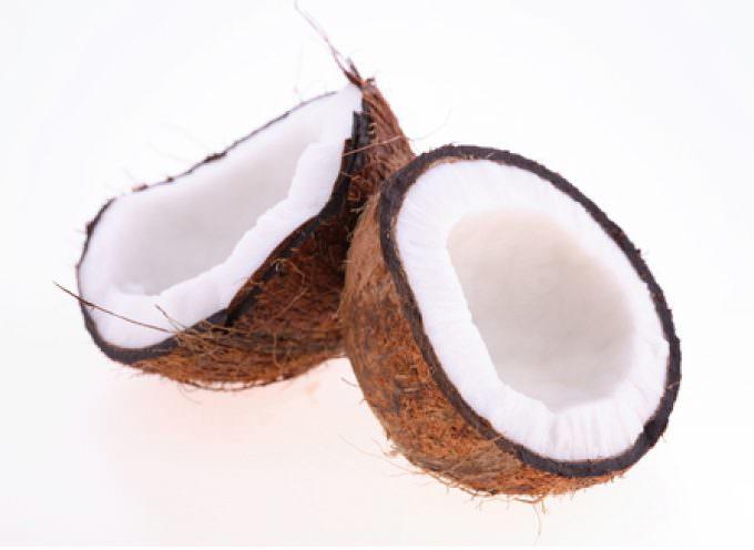 Carie: la prevenzione passa per l'olio di cocco