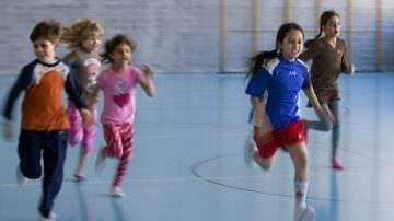 La ginnastica a scuola combatte l'obesità infantile