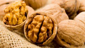 Mangiare noci abbassa il colesterolo