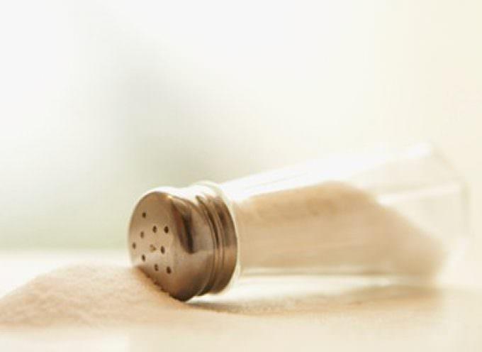 Ictus ed attacchi cardiaci, ridurre il sale non riduce il rischio