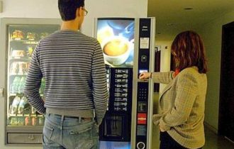 Obesità e studenti, assolti i distributori automatici