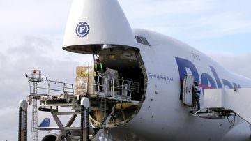Trasporto aereo: stop a restrizioni rilancia souvenir vino e olio