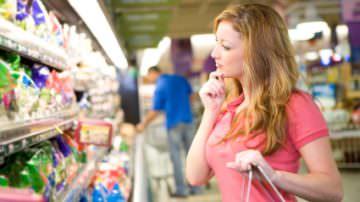 Supermercati, le loro offerte fanno ingrassare: colpa del cibo spazzatura