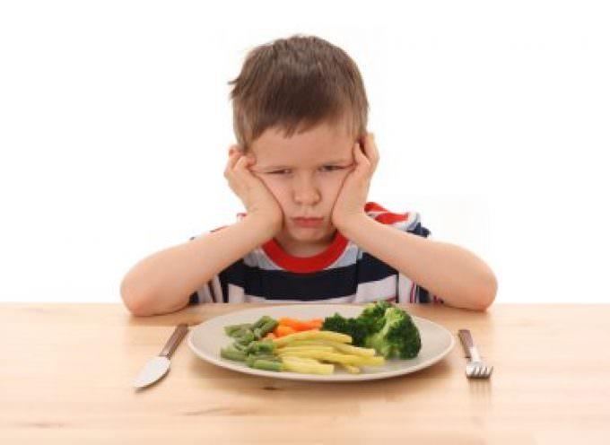 Premiare i bambini per far loro consumare verdure
