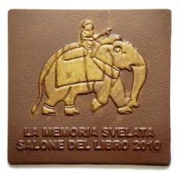 Guido Gobino ha creato una tavoletta di cioccolato dedicata al Salone del Libro di Torino