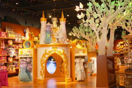 La Disney Store lancia un nuovo magico design dei propri punti vendita