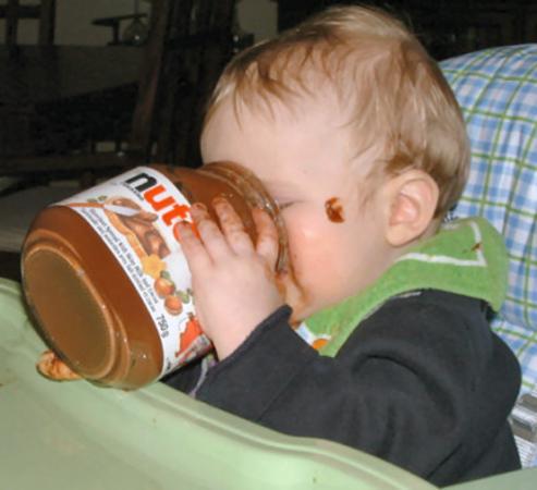 Piccoli obesi, i pediatri attaccano: colpa delle proteine