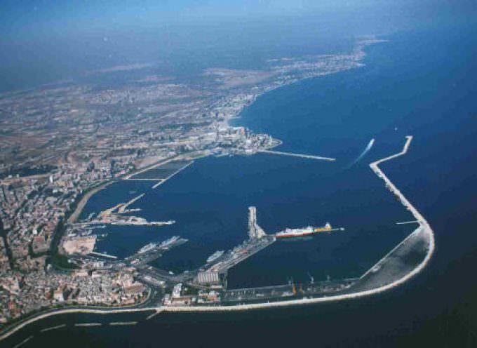 Made in Italy: blitz a porto Bari, coltivatori assaltano navi grano