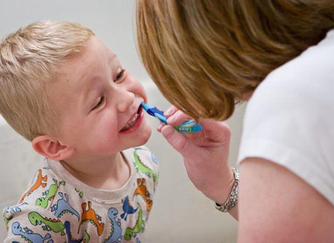 Troppo fluoro, ed i bambini sono colpiti da fluorosi