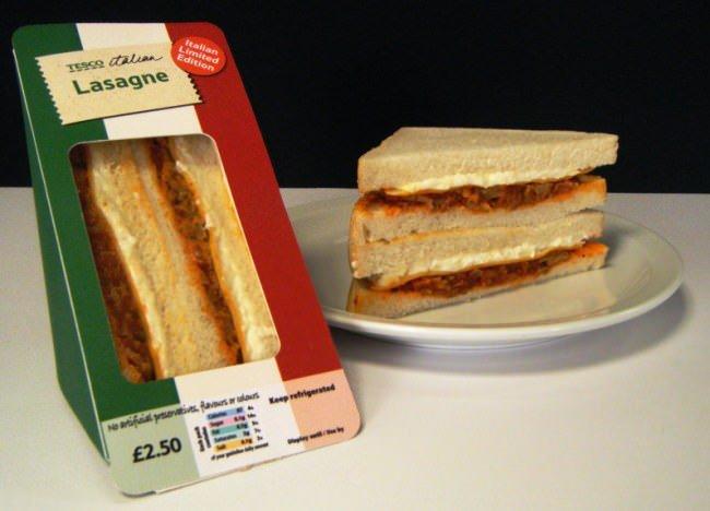 """Il primo """"panino-lasagna"""" al mondo: Il nuovo """"snack"""" della Tesco ancora più grasso dei suoi concorrenti americani"""