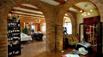 Nell'incantevole Panorama Langarolo, i sapori dell'autunno al ristorante La Crota a Roddi