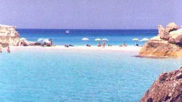 Lampedusa: Legambiente regala ombrelloni per combattere l'illegalità