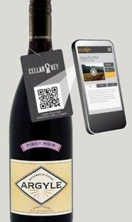 Il vino con il codice a barre che viene scelto tramite smartphone