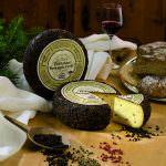 Mila presenta l'unico formaggio interamente cosparso di pepe