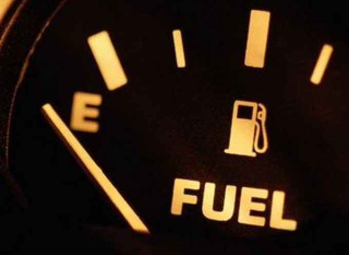 Benzina: In Italia costa di più