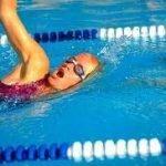 Rischio cloro: nuotare in piscina favorisce il cancro