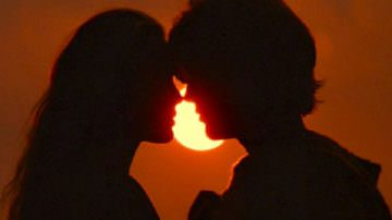 Per la coppia, il primo bacio conta più della perdita della verginità